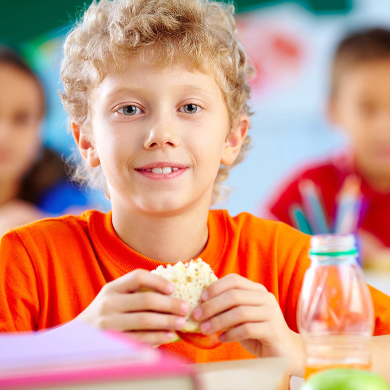 Boy eating lunch_780